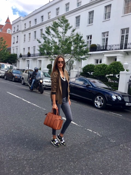 Strolling in Knightsbridge
