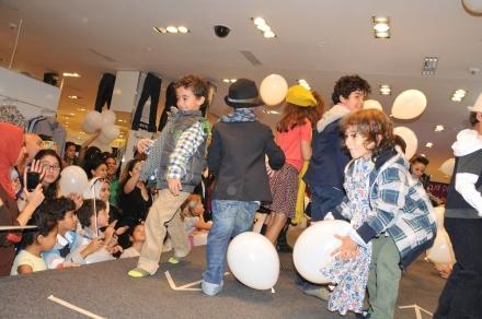 Les enfants ont défilé aux Galeries Lafayette