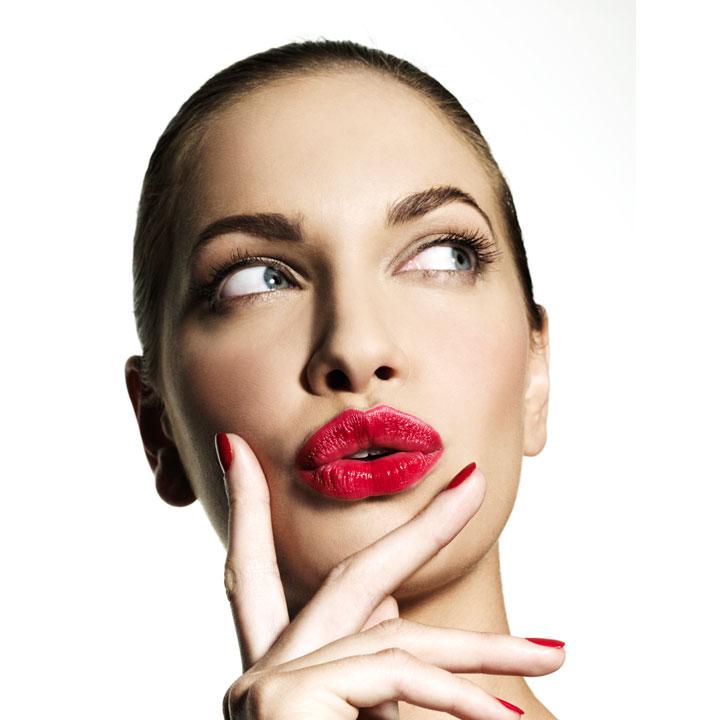 femme-maquillee-rouge-a-levres-10629826cvwdz