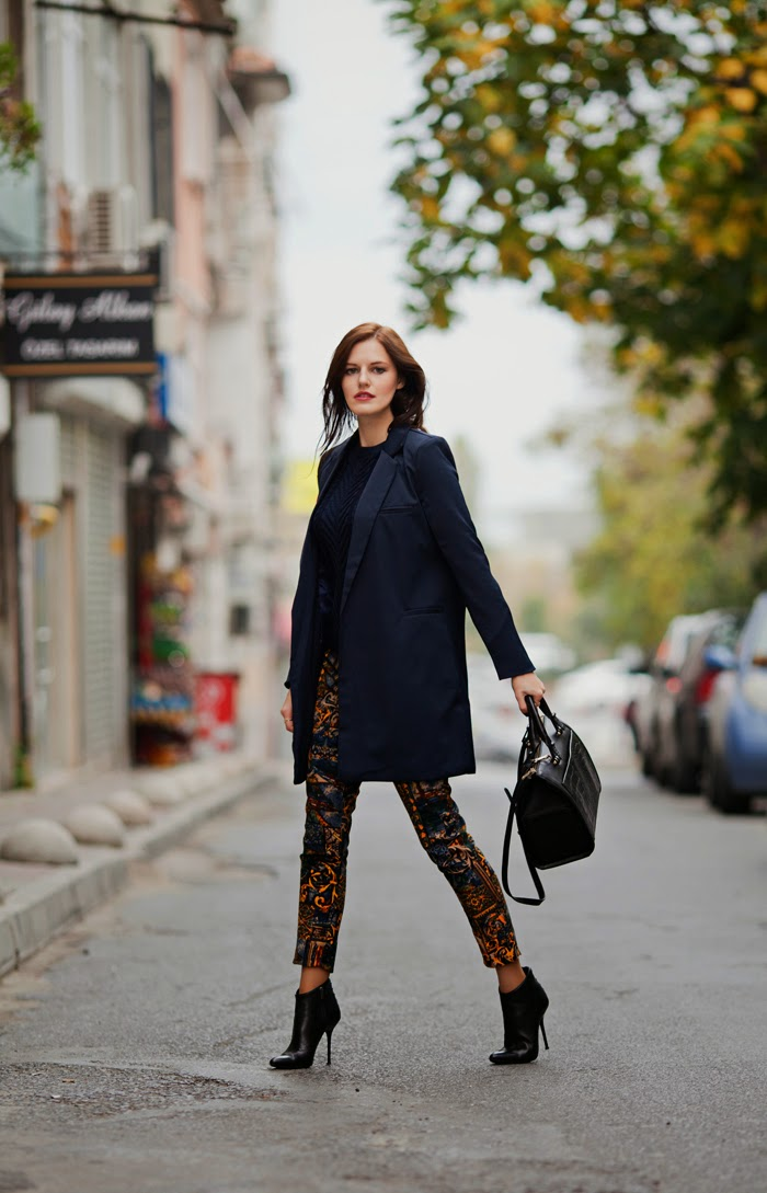 viktoriya sener blogger from tiebow-tie wearing ax paris printed pants romwe navy blue sweater hotic booties zara croc bag breakicetrends navy coat